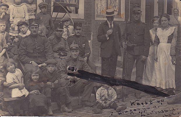 Een prentbriefkaart die militair Koos schreef, kort vóór het uitbreken van het Aardappeloproer (1917)